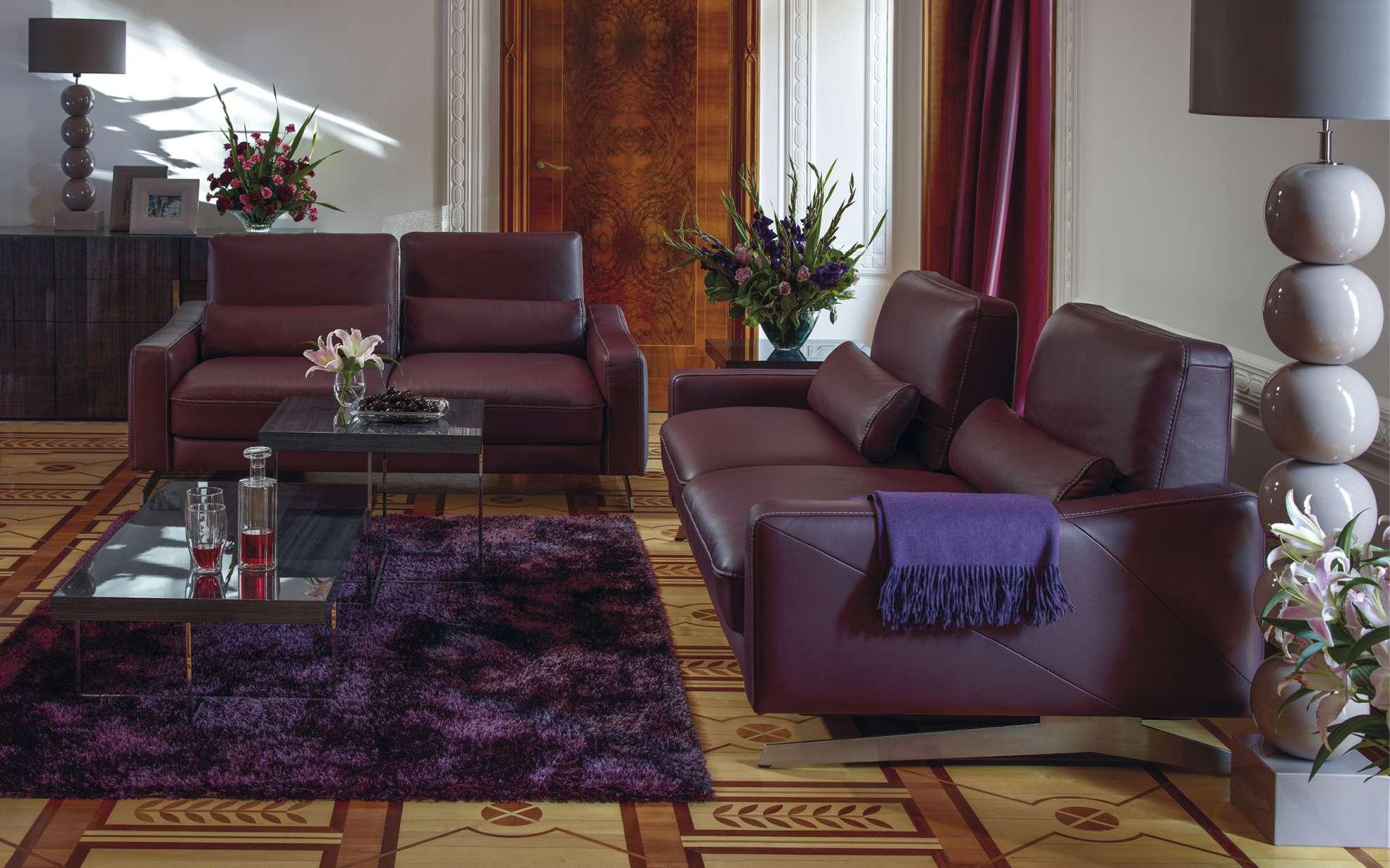Luxusní sedací souprava ve vínovém provedení