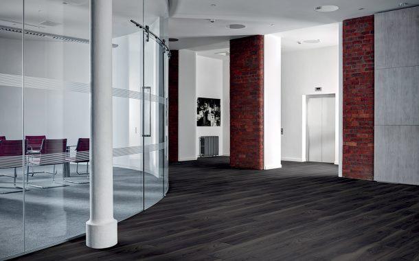Amtico First – Vinylová podlaha v dílcích, která zakládá nový standard