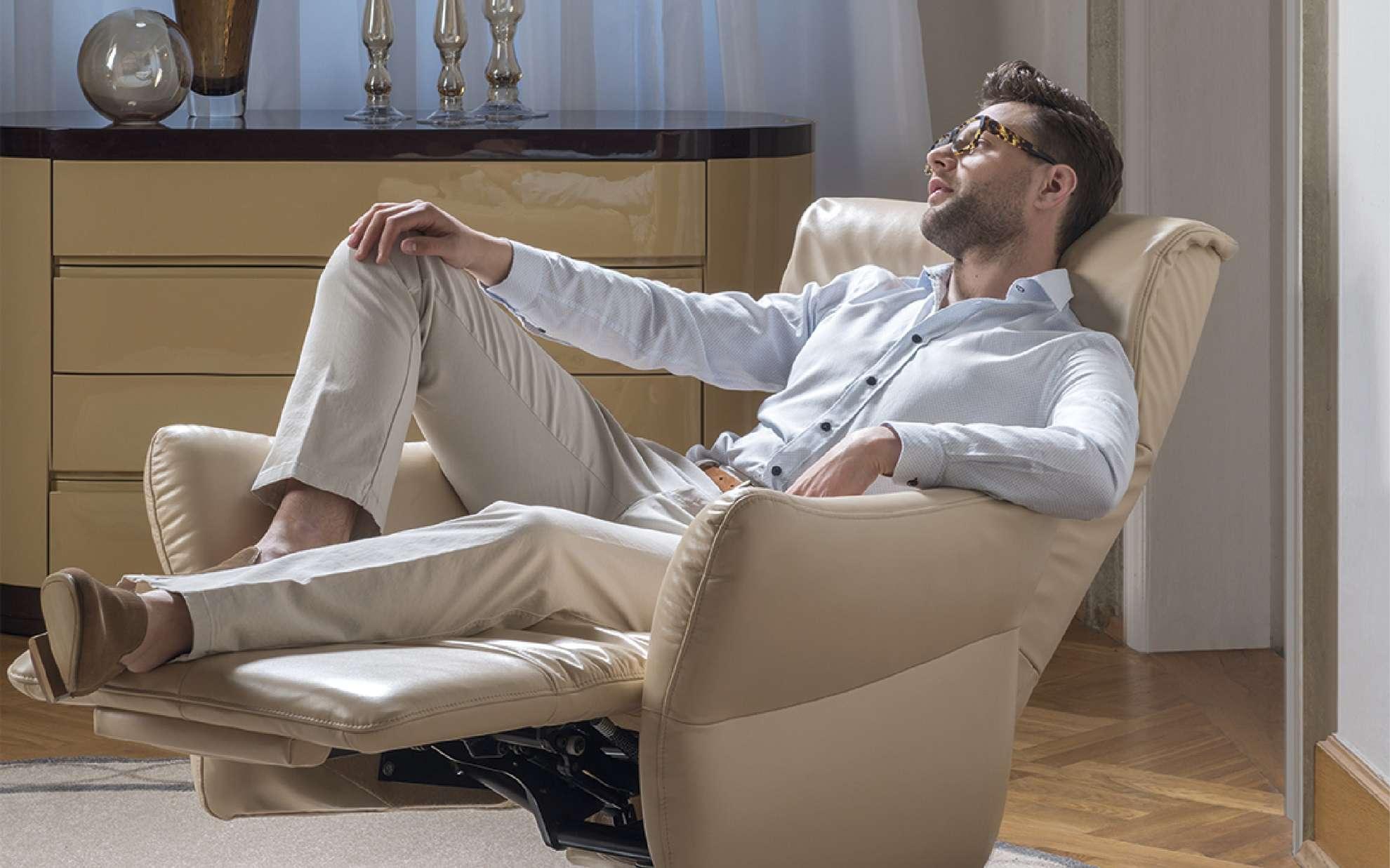 Relaxační křeslo v krémové barvě