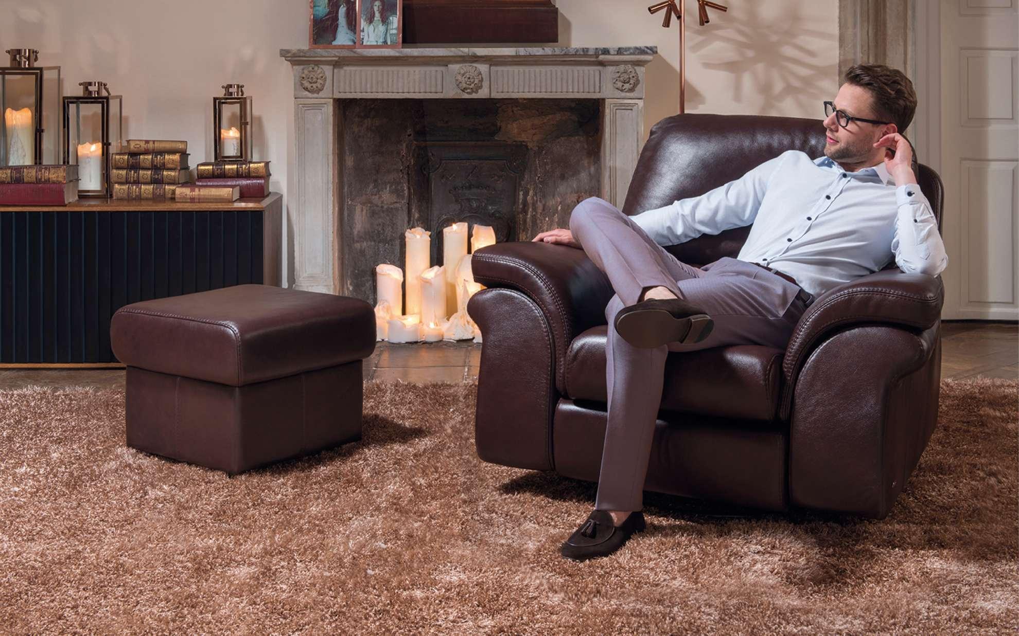 Luxusní kožené křeslo s taburetem
