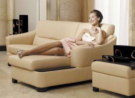 Krémová moderní sedací souprava v obývacím pokoji